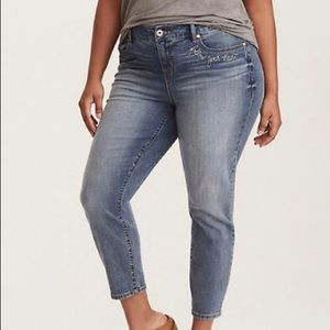 TORRID GIRLFRIEND JEAN - EMBROIDERED LIGHT…